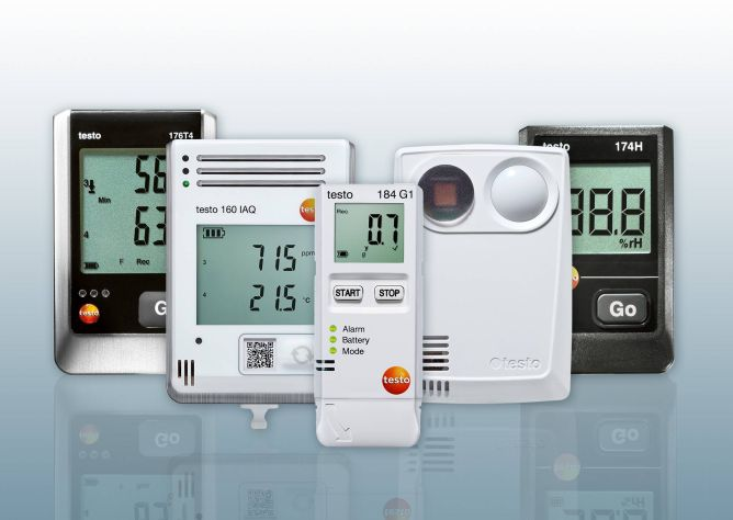 Data loggers for temperature and data logger systems